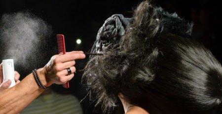 Fryzura nie do ruszenia. Wybieramy profesjonalny lakier do włosów