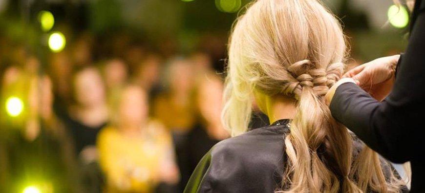 Fryzury na karnawał. Najmodniejsze karnawałowe fryzury w 2019 roku