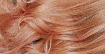 Jak uzyskać truskawkowy blond na włosach