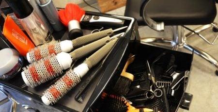 Praktyczne akcesoria fryzjerskie (nie)wielkiej wagi
