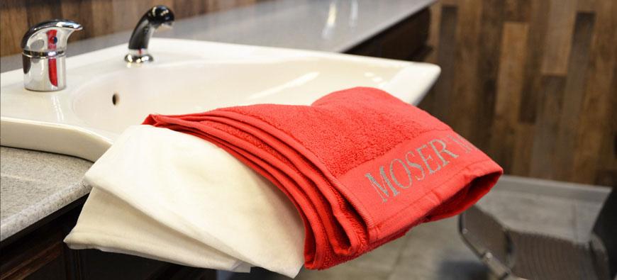 Ręczniki do włosów - jednorazowe i wielorazowe - porównanie
